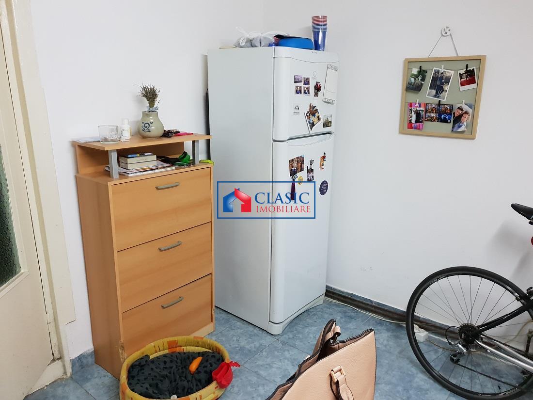Spatiu de 40 mp  demisol, pentru depozitare, birou, strada Dacia