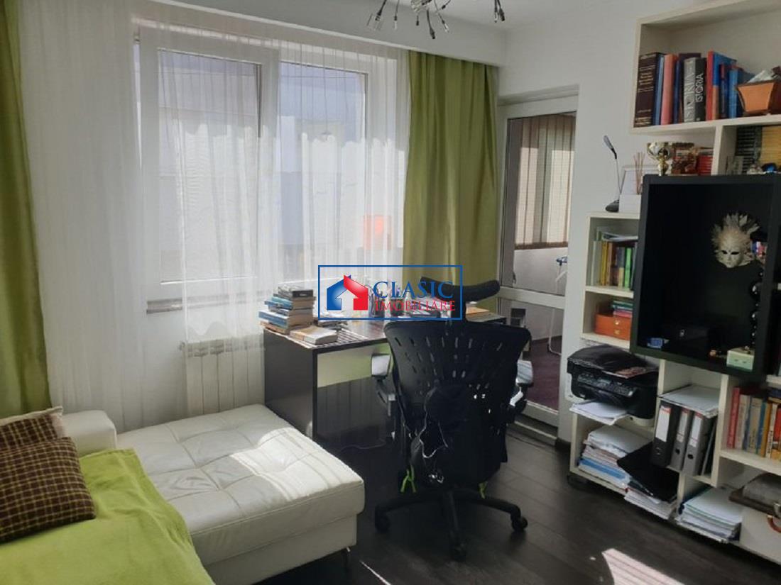 Apartament 3 camere, finisat lux, cu 2 garaje, panorama spre oras
