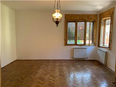 Inchiriere casa individuala cu gradina 3 camere, ideal sediu de firma