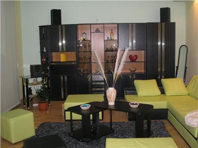 Vanzare apartament 3 camere in bloc tip vila in Gruia