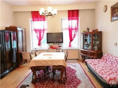 Vanzare casa curte comuna, 2 camere in zona Andrei Muresanu, Cluj Napoca