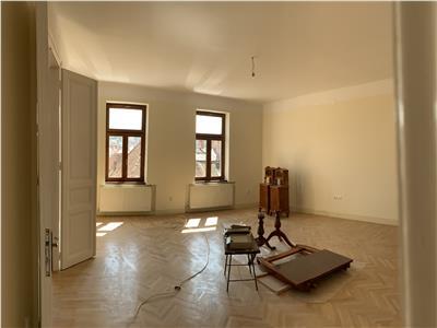 Inchiriere spatiu de birou 3 camere, 110 mp in Centru- Piata Unirii, Cluj Napoca