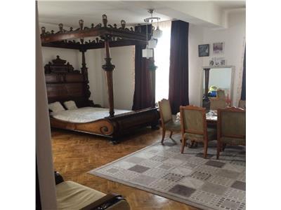 Vanzare Apartament 2 camere in Centru, P-ta Unirii, parcare proprie