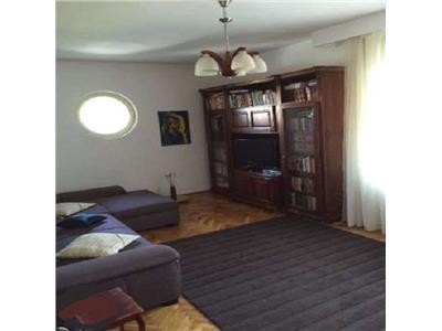 Inchiriere Apartament 4 camere in vila in Andrei Muresanu