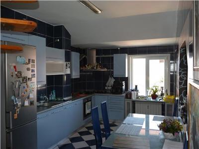 Vanzare Apartament 5 camere de lux in A.Muresanu, P-ta Engels