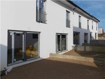 Vanzare casa insiruita 3 camere in Europa, Centru de Dializa