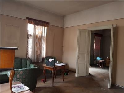 Apartament 3 camere in Centru, Facultatea de Drept