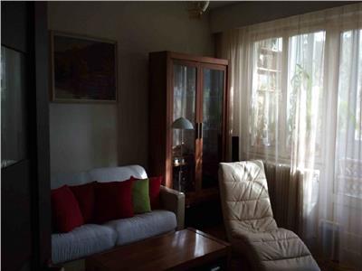 Vanzare Apartament 4 camere in Plopilor, Sala Polivalenta