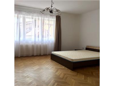 Inchiriere apartament 3 camere modern in Centru Piata Unirii