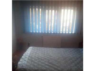 Apartament 3 camere decomandat cu 2 balcoane, beci, P-ta Flora