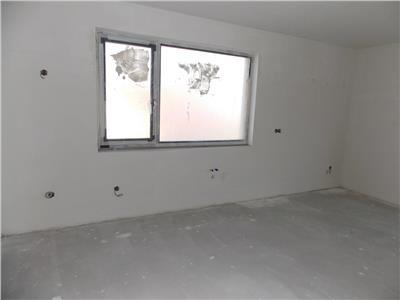 Apartament 4 camere, terasa si parcare in A.Muresanu, imobil nou