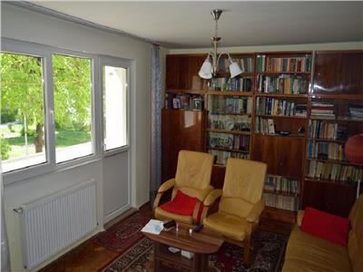 Apartament 3 camere decomandat etaj 1 in Manastur, P-ta Flora