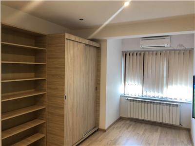 Inchiriere apartament 3 camere decomandate modern in Centru Pta Unirii