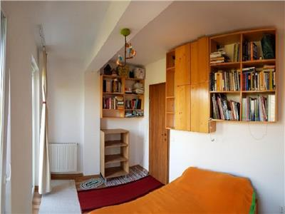 Vanzare Apartament 2 camere in Centru, strada Paris