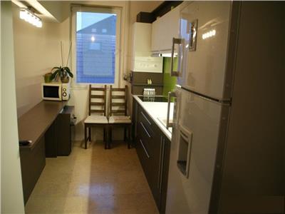 Inchiriere apartament 3 camere modern in Andrei Muresanu-Trifoiului