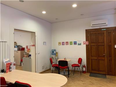 Vanzare birou 106 mp compus din 4 camere in Centru- str Motilor